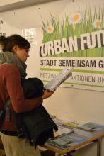Ein Infostand beim Dokumentarfilmfestival in Hannover.